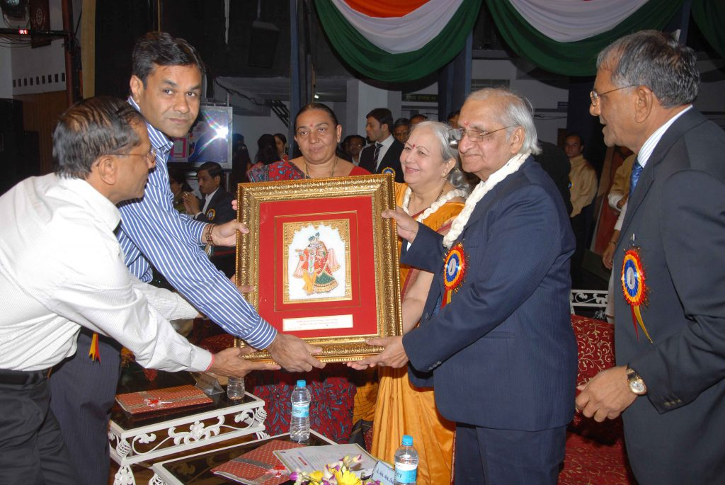 Dr. H. L. Trivedi being presented with a token of memory – 2008