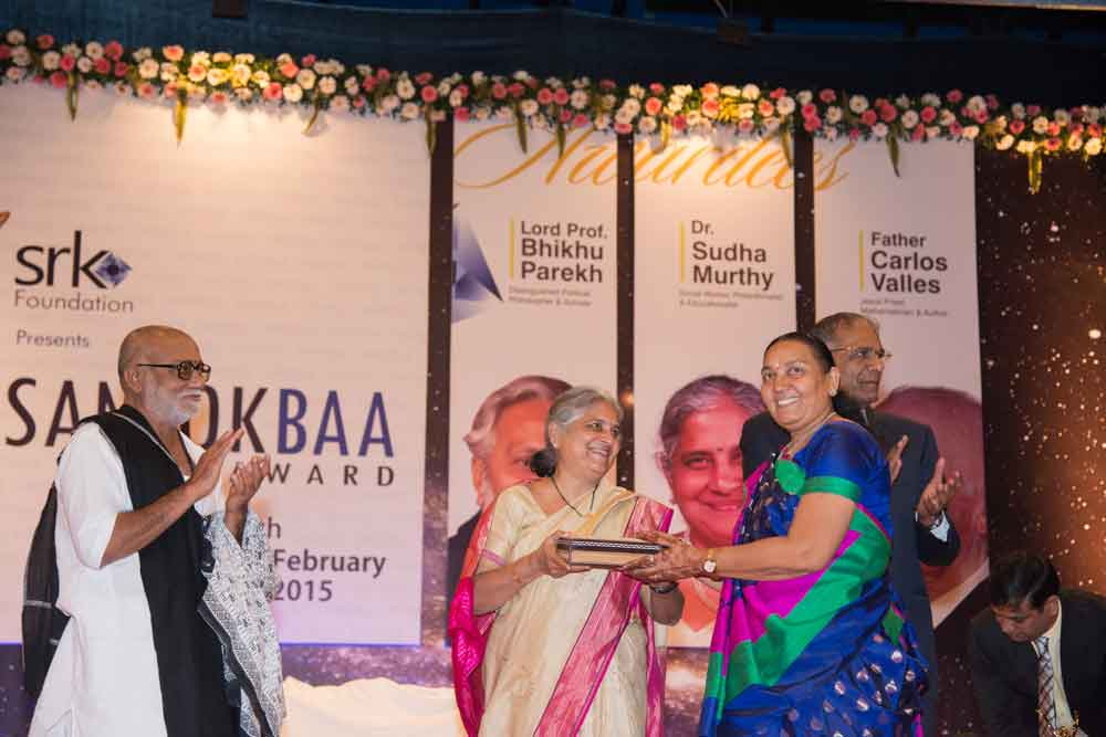 Smt. Sudha Murthy is being presented with a token of memory – 2012