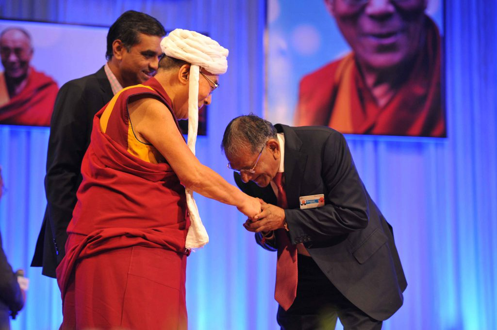 Shri Govindbhai Dholakia honoring His Holiness the Dalai Lama – 2014