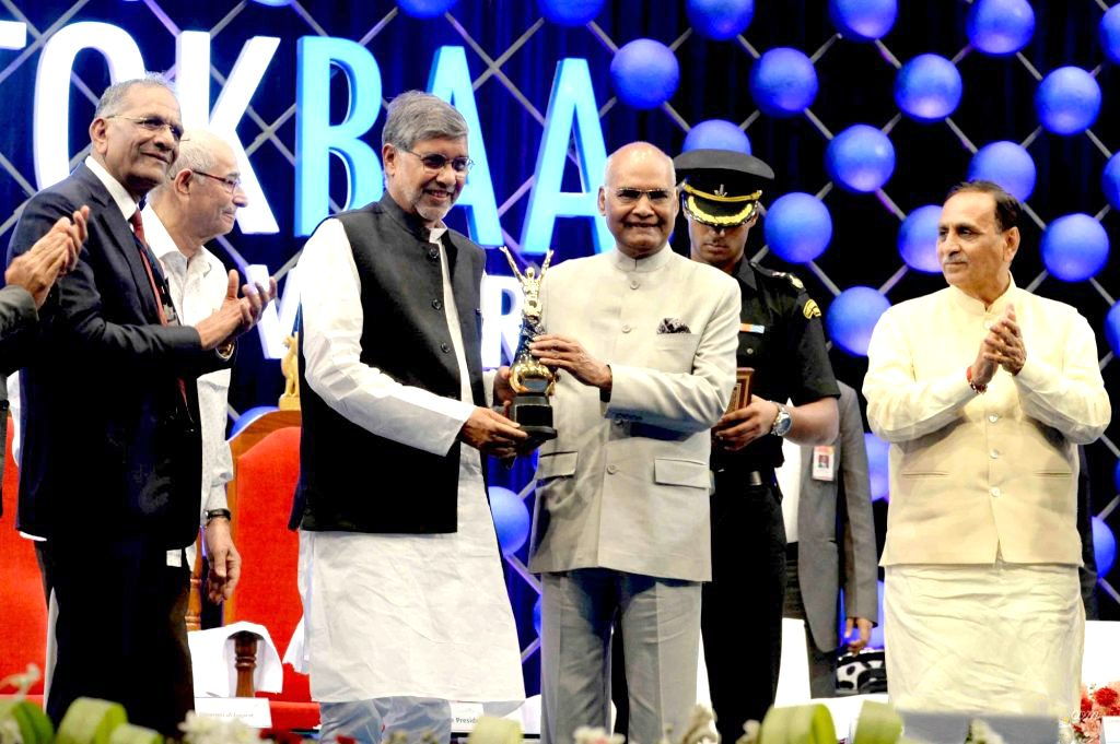 Hon. President Shri Ram Nath Kovind honouring Noble Laureate Shri Kailash Satyarthi with the Award